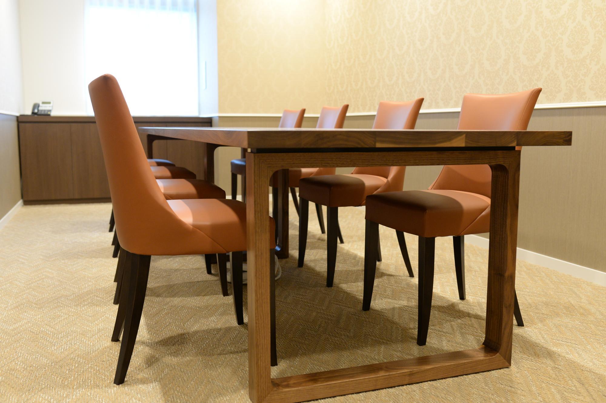 ウォールナットのオーダー会議テーブル