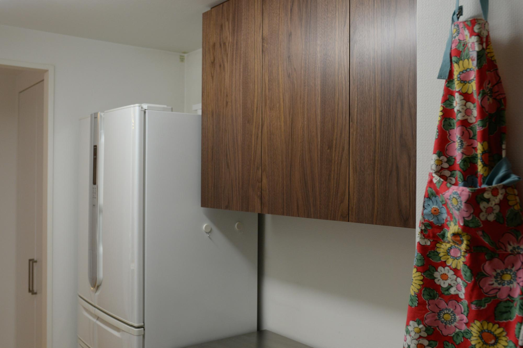 ウォールナット 食器棚 吊り戸棚