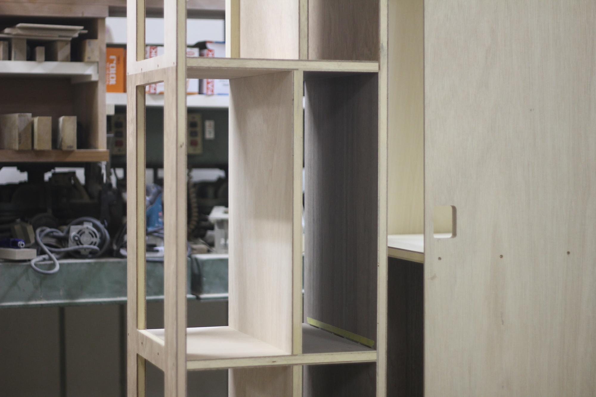 製作中のオーダー壁面収納